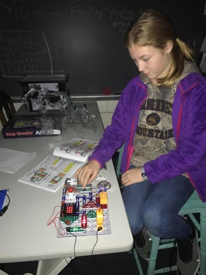 Tech class using snap circuits